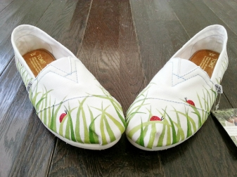 Grass and Lady Bugs TOMS