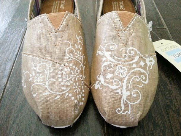 Linen TOMS