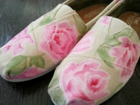 Rachel Ashwell Roses TOMS