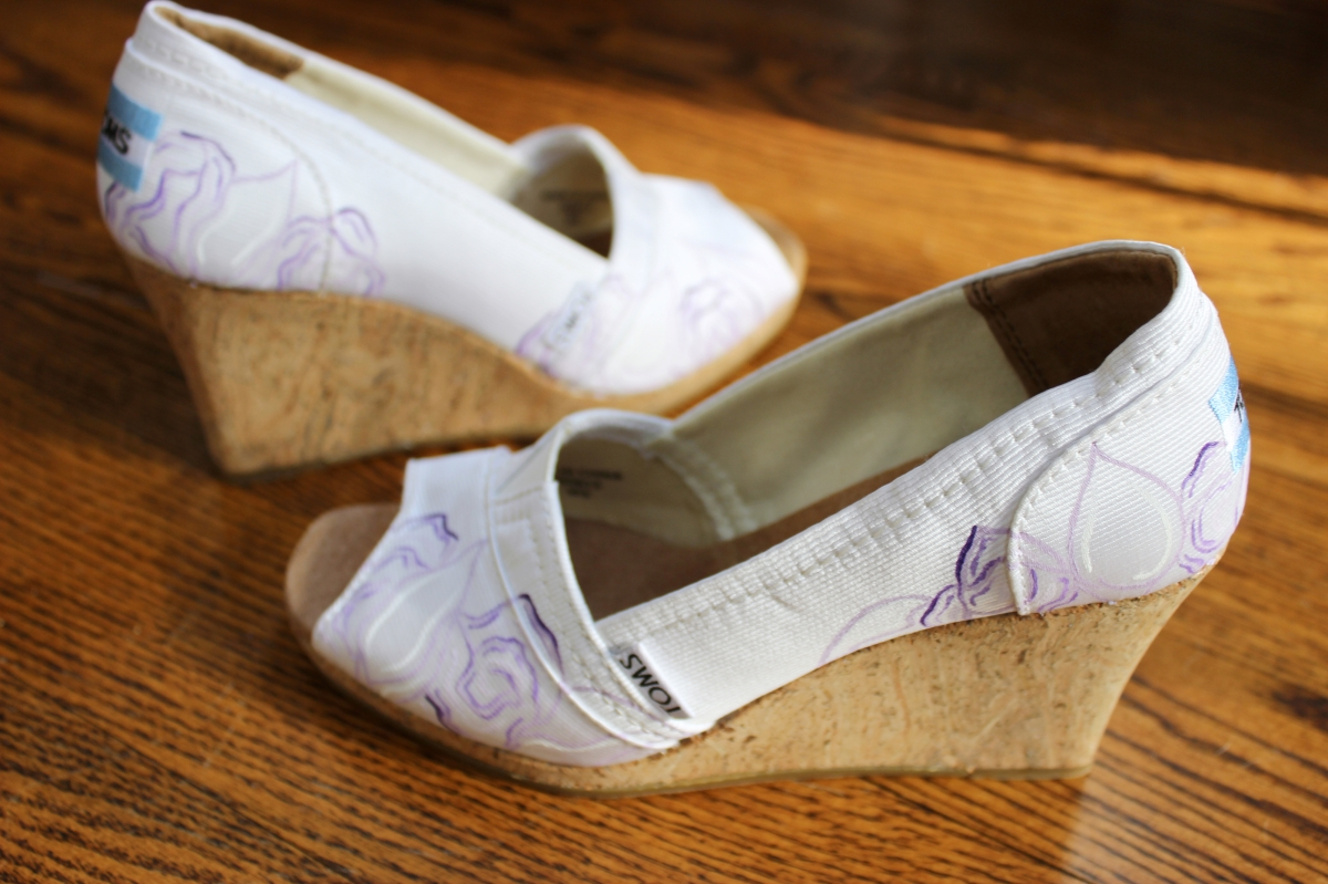 Painted wedding wedges inspired by a bride's bouquet by artist Lauren Rundquist at LaQuist.